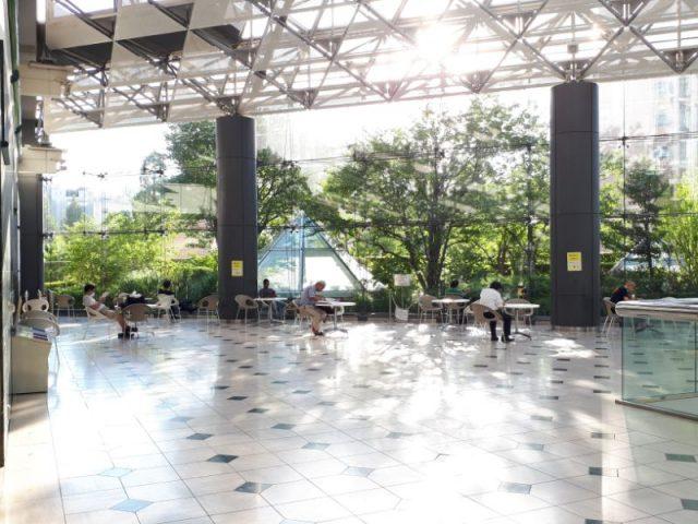 聖路加タワー大屋根広場