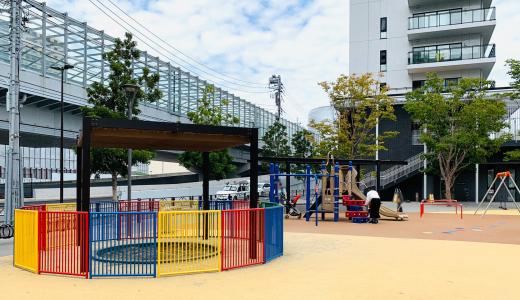勝どき五丁目親水公園|公園デビューにもおすすめ!柔らかい床材で小さな子どもも安心の公園