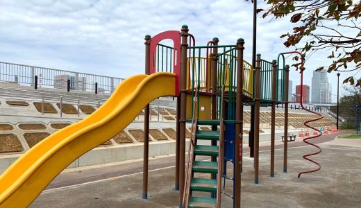 勝どき五丁目緑地|今日は親子でまったり砂遊び。ブランコもたくさん乗りたい!そんな日におすすめの公園