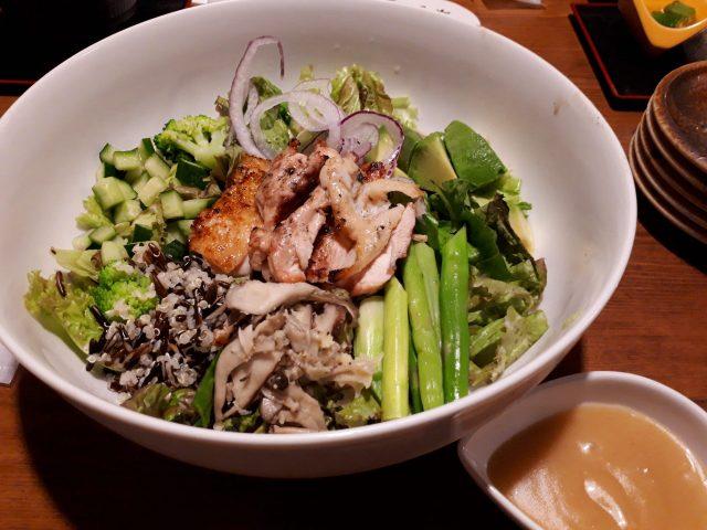 鶏鬨新川店サラダ